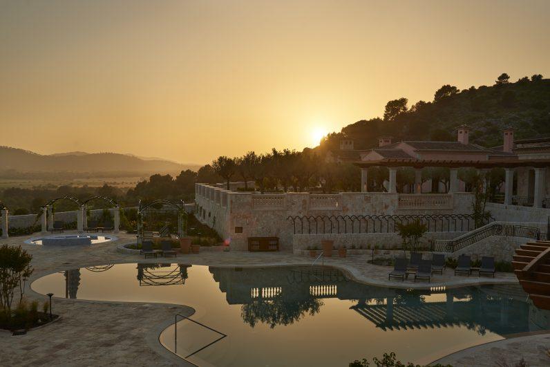 Park Hyatt Mallorca swimming pool at sunset